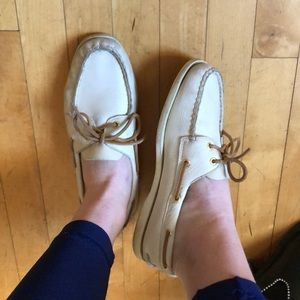 Sperry faux leather off-white top slider